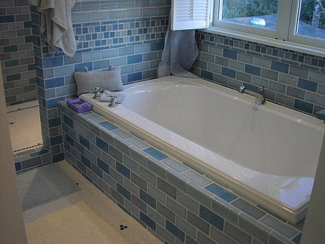 Making Bathtub Surround In Your Bathroom