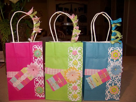 Make Your Own Gifts How to make your own gift bagsdiy guides 3171225093bc15bee7ca sisterspd