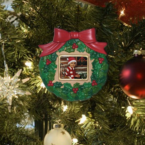 Photo Ornament on tree []