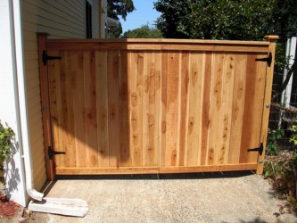 Diy wood driveway gate plans woodproject for Wood driveway gate plans